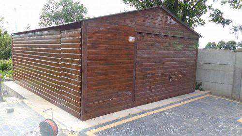 Garaż blaszany 5 x 6 dwuspadowy, struktura drewna orzech